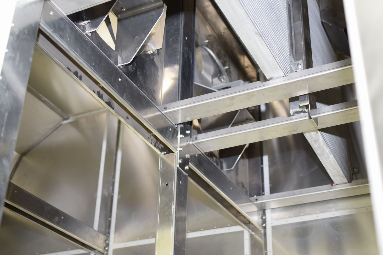 Radiatoare si ventilatoare deshidrator